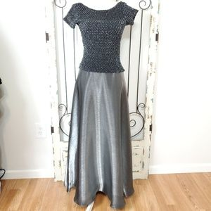 JS Collections grey/silver gown size 6